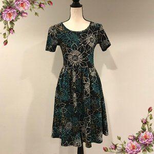 Gorgeous LuLaRoe floral print Amelia dress